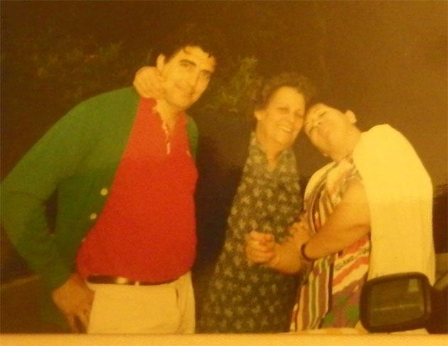 Manolo Moreno, el fundador de El Copo junto a Curra Lozano, la creadora de la receta del atún en manteca, junto a la esposa de Manolo y primera cocinera del restaurante María Rosario Sánchez Rivera. Foto cedida por el restaurante El Copo.