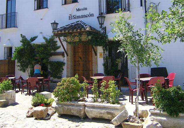 La terraza de El Simancón en Grazalema. Foto: Cosas de Comé