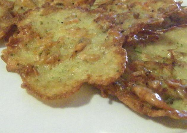 Las tortillitas de camarones y algas del Mesón El Copo. Foto Cosas de Comé.