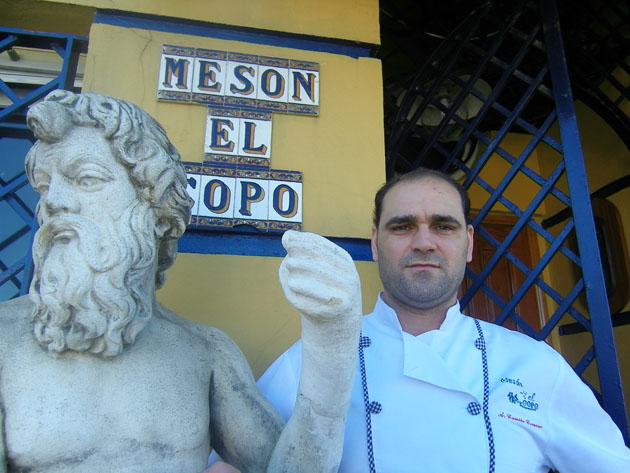 El cocinero Camilo Correro autor de esta versión de los fideos con coquinas. Foto: Cosas de Comé