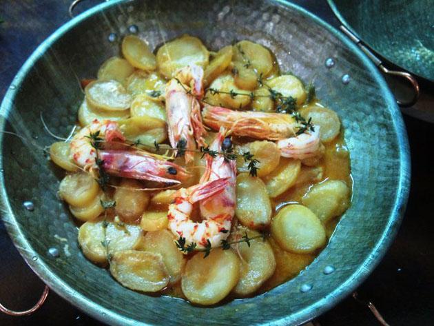 La cataplana de la casa, con langostinos y pollo, uno de los platos de A Portuguesa. Foto cedida por restaurante A Portuguesa.