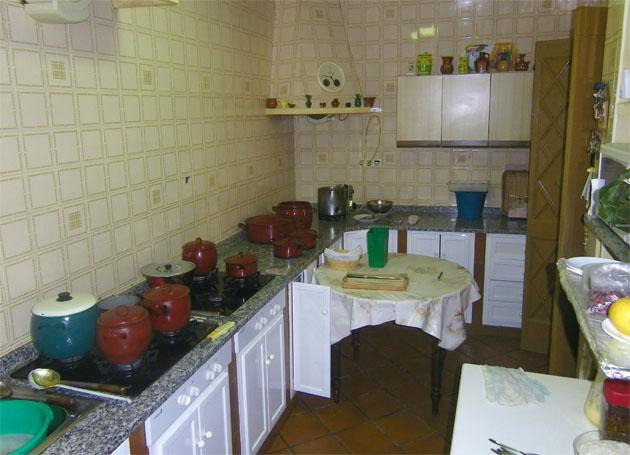 La cocina de la pensión de Ana Mari, completamente casera y sin máquina alguna. Foto: Cosas de Comé