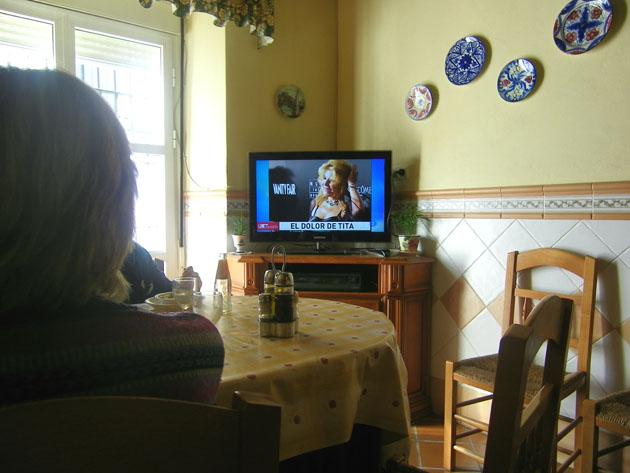 El comedor de la Pensión Ana Mari. El ambiente es tan familiar que se puede comer viendo la televisión, como en el salón de cualquier casa. Foto: Cosas de Comé.