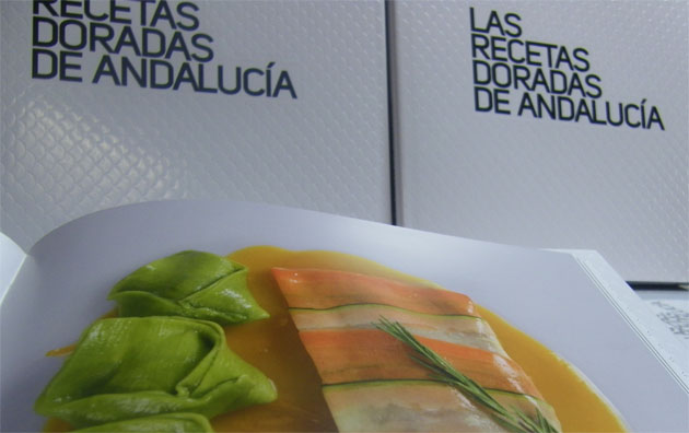 Imagen de una de las recetas y la portada del libro, donde pueden observarse las escamas que se simulan en la pasta. Foto: Cosas de Comé.