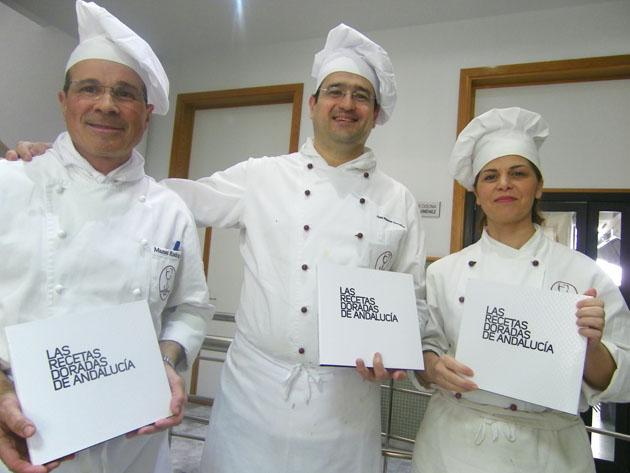 Los autores del libro los cocineros Manolo Rodríguez, Juan Ramón González y Carmen Román, profesores de la Escuela de Hostelería de Cádiz. Foto: Cosas de Comé.