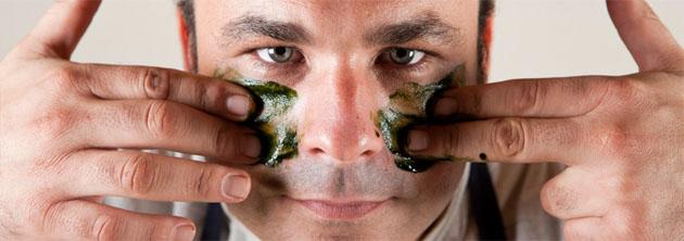 Angel León con placton marino en su cara. Foto: Cedida por el restaurante A Poniente