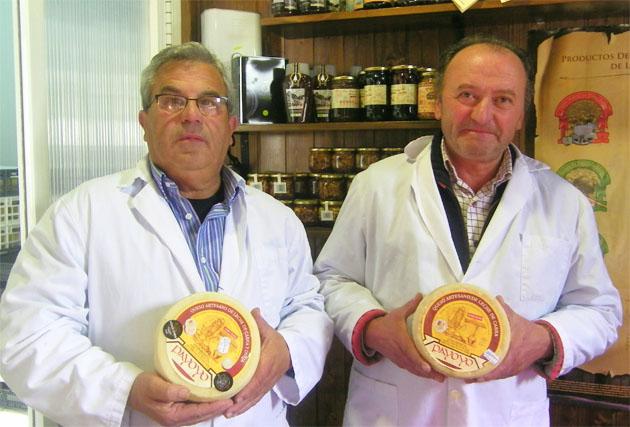 Carlos Ríos y Andrés Piña los propietarios de la quesería de Villaluenga, colocada ya en la élite mundial. Foto:Cosas de Comé