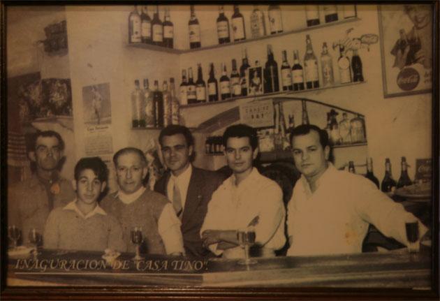 El bar Casa Tino el año de su inauguración en . Foto cedida por Casa Tino.