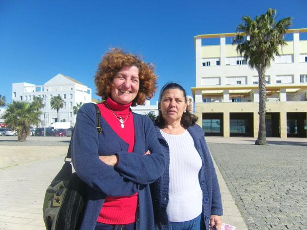 Lourdes Patrón y Carmen Domínguez de la asociación Atenea, la entidad que impulsa la creación del dulce típico de Puerto Real. Foto: Cosas de Comé