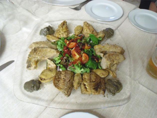 El pescado en escabeche de naranja agria, uno de los platos que presntó La Rosa de los Vientos en 2010. Foto cedida por la página Cocina Gaditana del Doce.