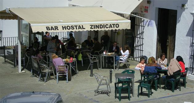 La terraza del Hostal Bar Zindicato, uno de los participantes en la ruta. Foto: Cosas de Comé.