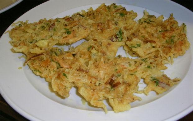 Las tortillitas de camarones de El Faro, la estrella del tapeo en el barrio. Foto: Cosas de Comé.