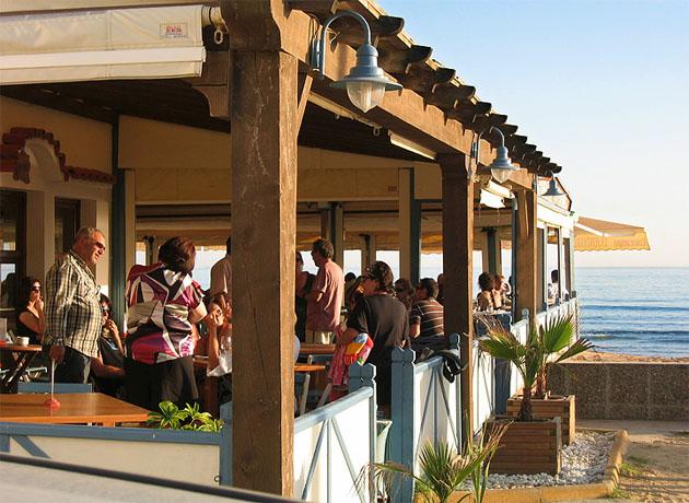 Terraza de La Fontanilla, situada a pie de playa. Foto: Cedida por el restaurante La Fontanilla.